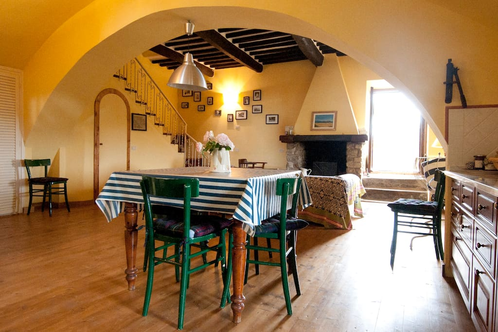 Zona pranzo con camino; Living Room with fireplace