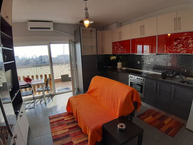 SEASIDE VIEW APPARTEMENT WITH PRIVATE PARKING