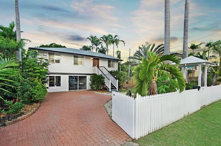 Renovated Queenslander - West End - West End - Hus