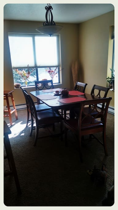 Dining Room with extra leaf table seats 8 to 10