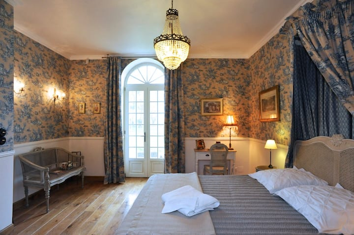BAYEUX : LUXURY STYLE AND CHARM (P)