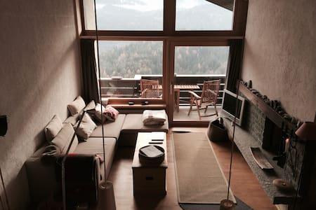 4.5 Zimmer mit traumhafter Aussicht - Trin - Huoneisto
