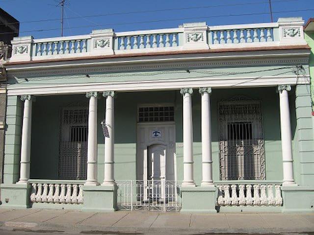 Hostal Colonial Miriam y Gladys - Cienfuegos - House
