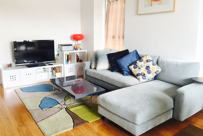 Comfortable Apt near Central Market with Parking