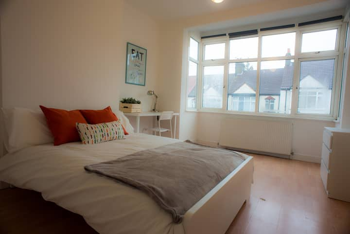 Tooting Bec Rooms by DC London Rooms R2