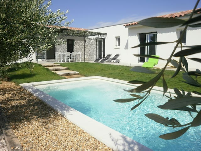 NEW CONTEMPORARY HOUSE IN PROVENCE... - Rochefort-du-Gard - Rumah