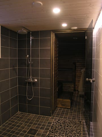 Shower and sauna in the MAINBUILDING.