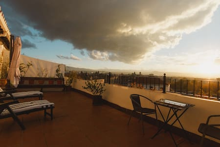 Sunny attic with incredible views - Granada
