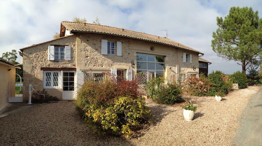 Keirmasi Gîtes Dordogne: Thika - Lamothe-Montravel - Flat
