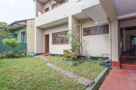 Andradi Lodge Private room - Dehiwala-Mount Lavinia - Rumah
