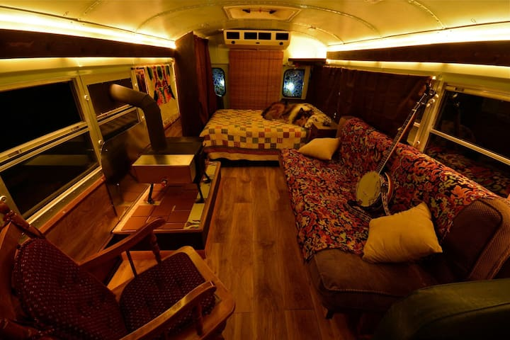 Cozy School Bus Conversion - Shepherdstown - Outros
