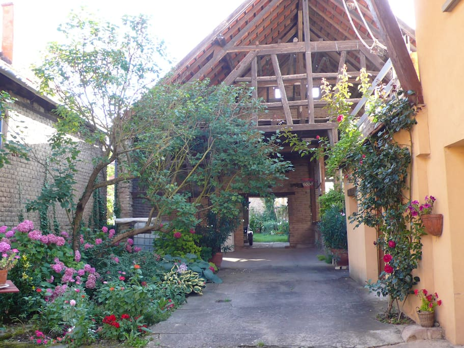 Grange et jardin