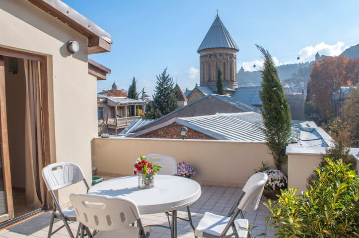Enchanting home with sunny terrace - Tbilisi - Rumah