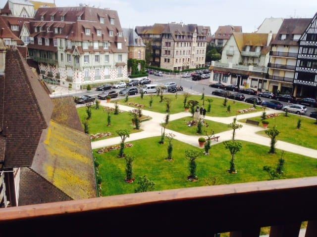 Appart 80 m2 face jardin Hôtel Normandy