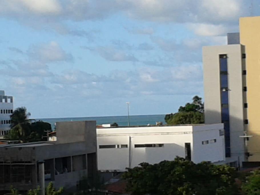 Olha a ponta do mar que vejo todas as manhãs!