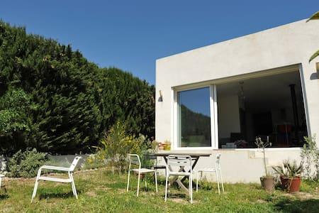 Villa avec jardin méditerranéen - Bois Luzy - Marseille - Villa