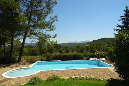 En Provence sous les pins - Seillons-Source-d'Argens - 一軒家