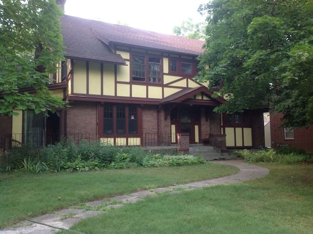 Classic Home with Casual Vibe - Des Moines - House