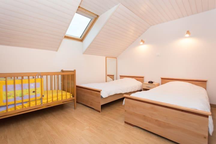 Chambre 2 avec 2 lit simple