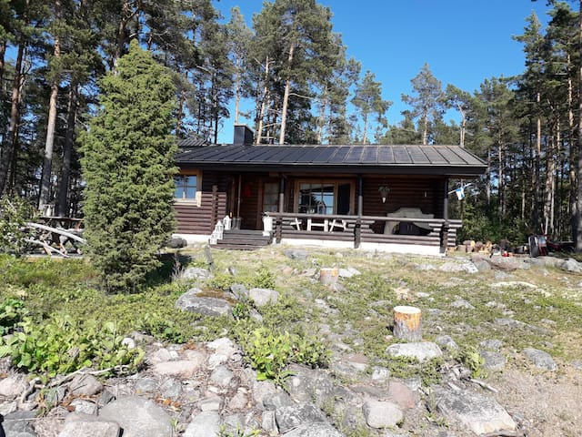 Velkuanmaa: Authentic archipelago cottage