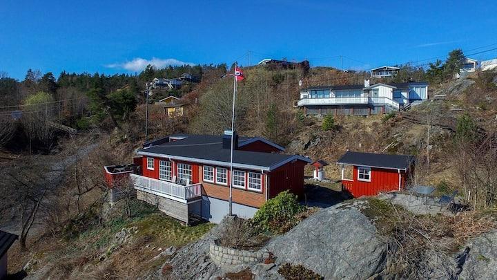 Stor hytte 50 m fra sjøen i Kragerø-skjærgården