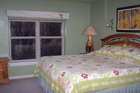 Cozy Suite, Route 6 near Riverwalk - Edwards - Apartament