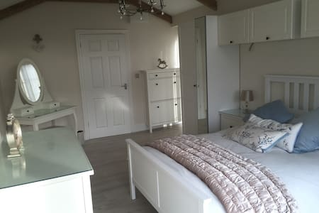 The Tackleshed Getaway in Barry - Cardiff - Hus