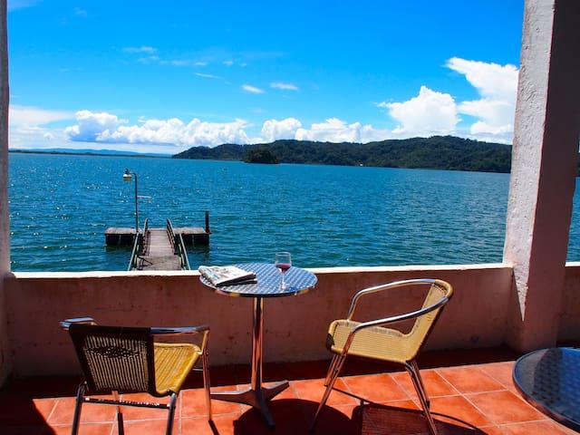 Hostal del Mar,  impresionante! - Golfito - Aamiaismajoitus