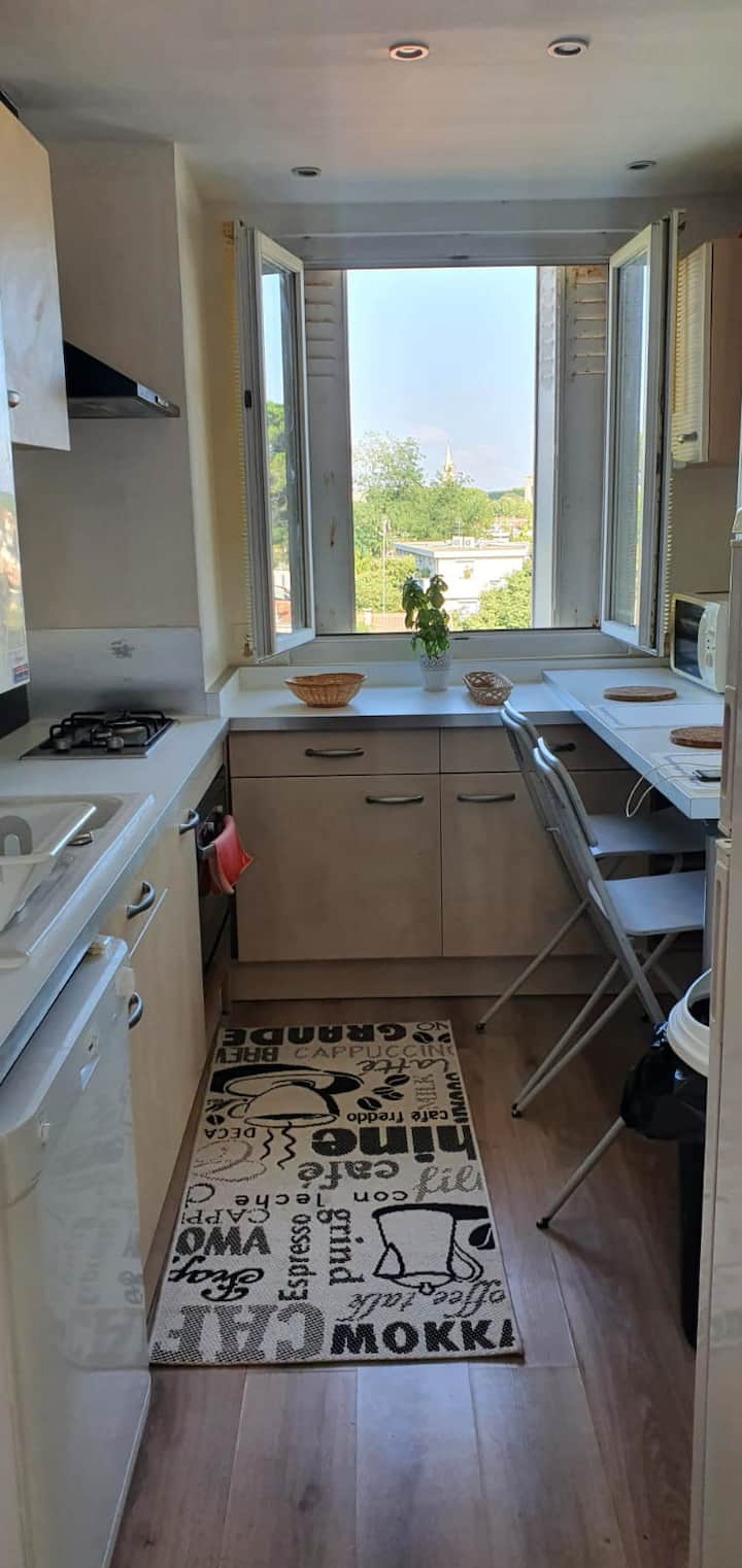 Room in spacious flat near the center Montpellier