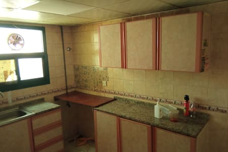 available family / single Room in Sharjah Muweilah