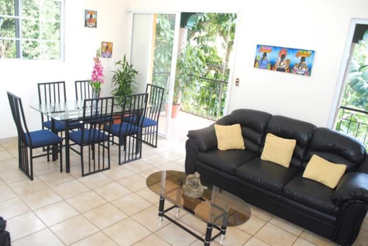 Apartamento con Balcón #4