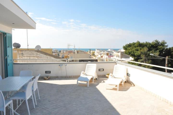 Attico Vista Mare Terrazzo 50 mq Spiaggia 3 minuti