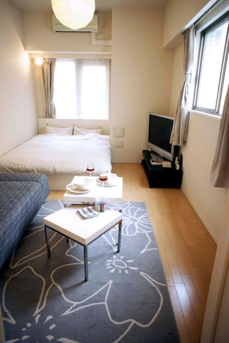 The room was freshened up by following the guests advice! The double bed and mattress were replaced with new one and room layout has been changed. Mar 2014.