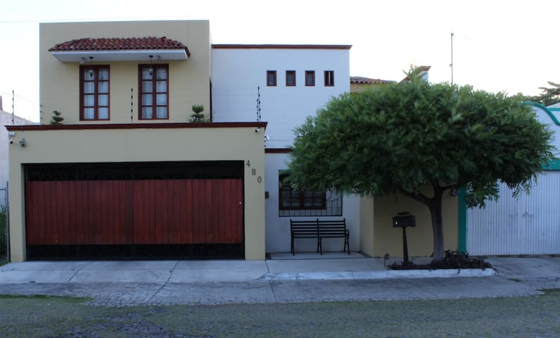 CHARMING HOUSE At Ruben Dario 480