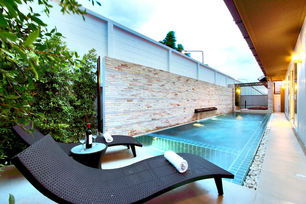 You can bask in complete tranquility and soothe yourself in the daytime sunrays. On the back garden, set around the pool, you will find an open terrace with sun loungers and a selection of tables and chairs that makes for the ideal place for a spot of al