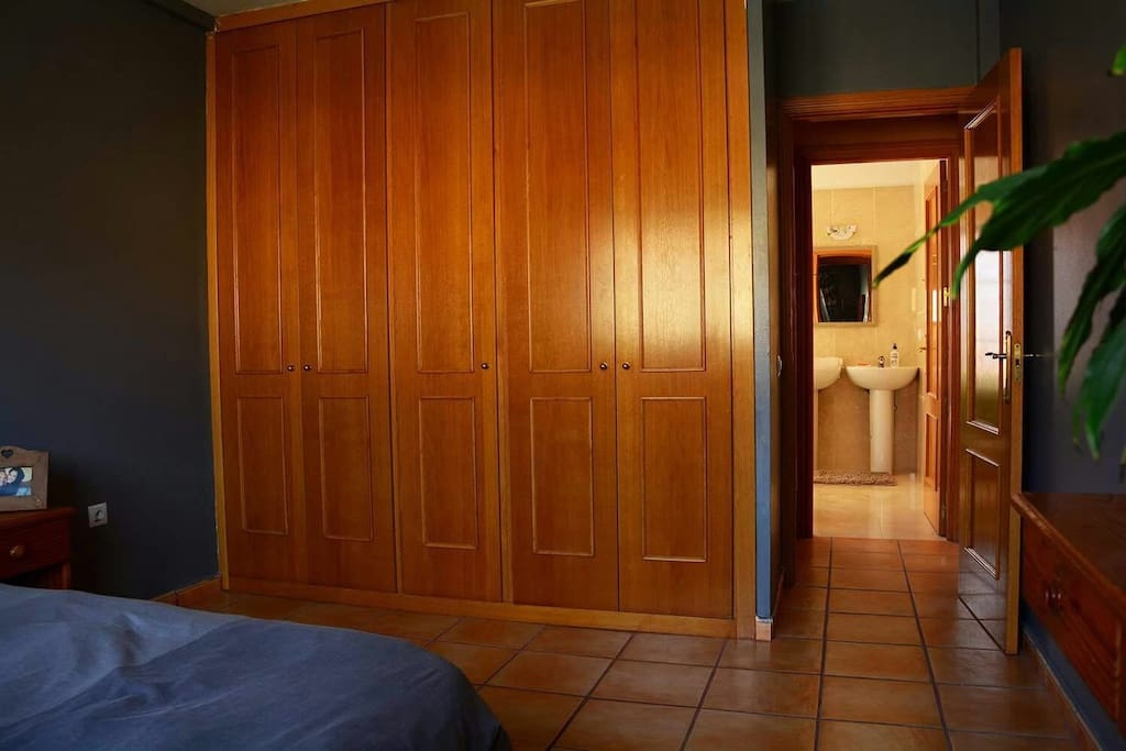The room has a big wardrobe. Front of the room there is the bathroom.
