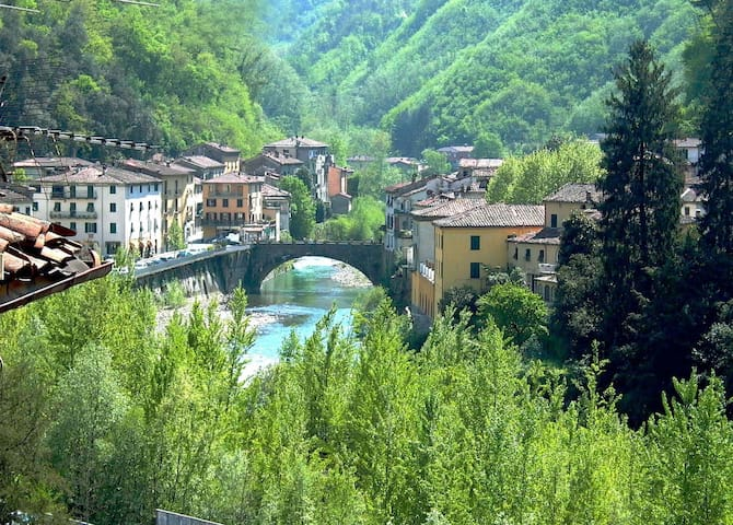 4 bed,4 bathroom villa.walk to town - Bagni di Lucca - วิลล่า
