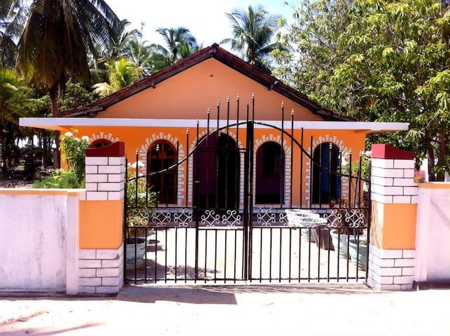 2 Bedroom House Near The Beach