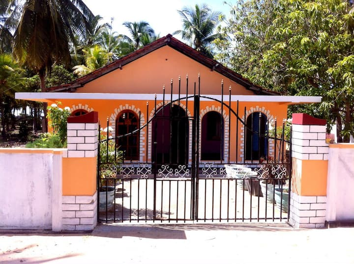 2 Bedroom House Near The Beach
