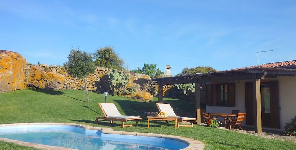VILLA WITH PRIVATE POOL AND TENNIS  - Nulvi