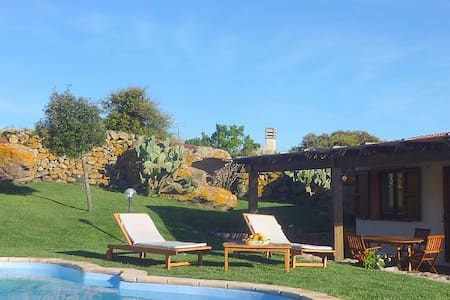VILLA WITH PRIVATE POOL AND TENNIS  - Nulvi - Casa