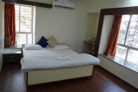 Wifi and AC room in KP - Pune - Leilighet