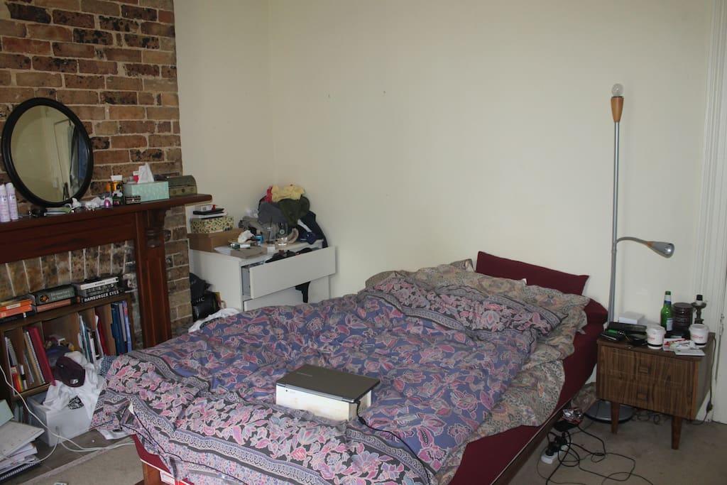 Nice queen size bed :)