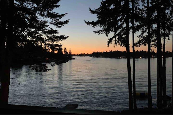 Lake Tapps Waterfront Lake House