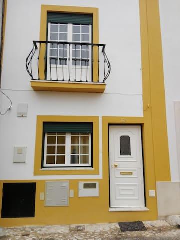 Moradia T2 - 4 pax - Centro Cidade do Cartaxo - Cartaxo - Dům