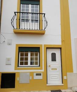 Moradia T2 - 4 pax - Centro Cidade do Cartaxo - Cartaxo - Haus