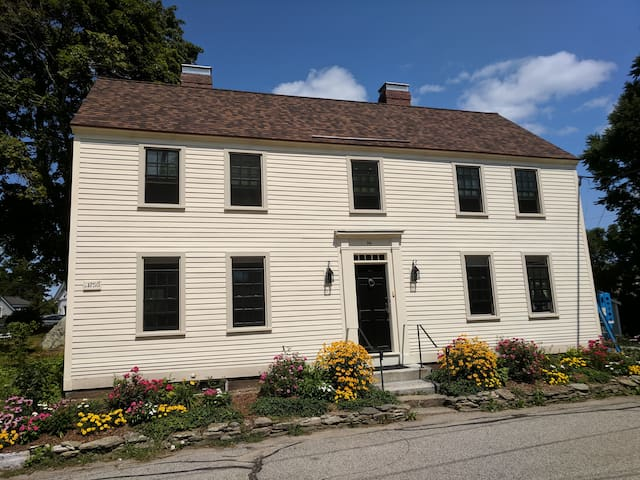 1750 Colonial in Historic New Castle