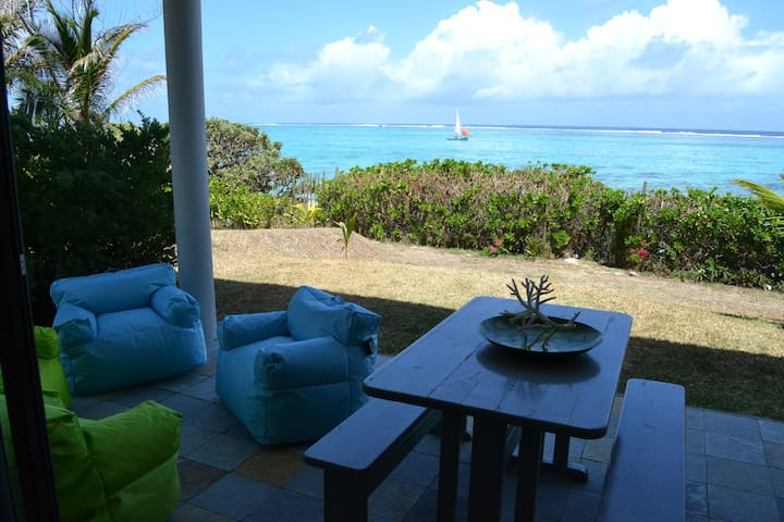 VILLA BLEUE (4bds) on the beach - Pointe d'Esny - Casa