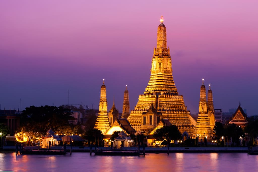 Night view of Wat Arun ( Temple of Dawn )