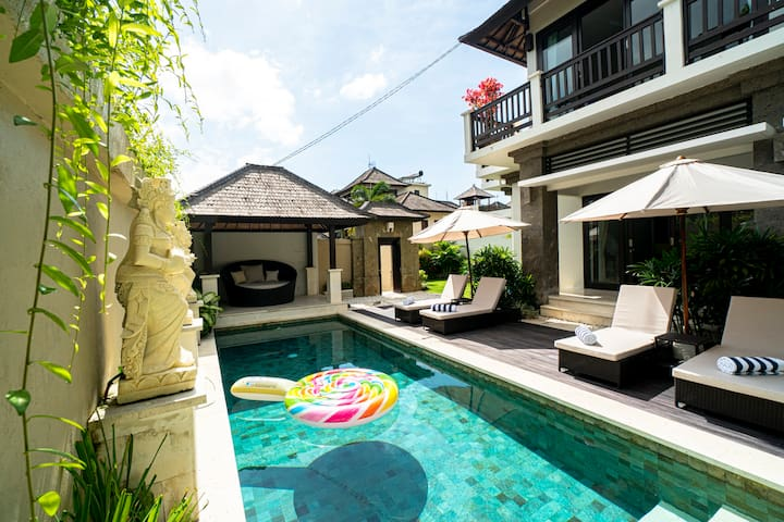 Luxury Pool Villa w/ Authentic Balinese Touches
